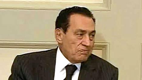 Egyptin presidentti Hosni Mubarak vaati uudelta hallitukselta tiukkoja toimia maan talouden kohentamiseksi.
