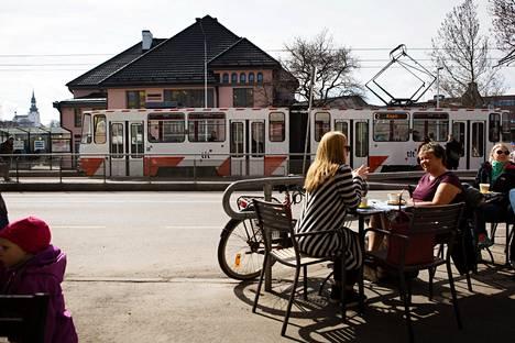 Nämä nykyiset alkoholia ja humppaa hamuavat eläkeläiset vähenevät. Mitä ne uudet eläkeläiset, joita taatusti riittää, haluavat, Ulla-Maija Rouhiainen kysyy.
