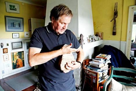 Hannu Mäkelä ja hänen vaimonsa Sveta keräsivät matkoiltaan kiviä. –Svetan tekemää kasvisborssia olen jäänyt kaipaamaan. Aina kun hän lähti, hän keitti minulle kattilallisen.