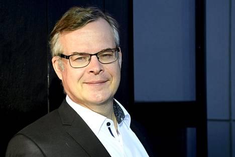 HUS:n diagnostiikkajohtaja Lasse Lehtonen veikkaa, että maaliskuun alussa Suomessa löydettävät virukset ovat brittivarianttia.