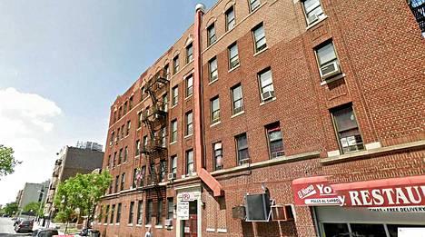 17-vuotias pudotti 9-vuotiaan talon katolta Nelson Avenuella Bronxissa, New Yorkissa.