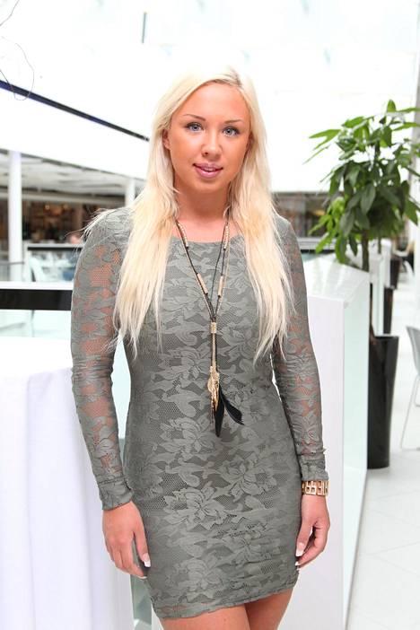 Tosi-tv-sarjoista tuttu Henna Kalinainen laittaa elämäntapansa remonttiin Pippa Laukan avustuksella. Kalinainen vuonna 2012.
