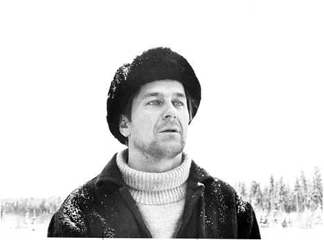 Mikko Niskanen (kuvassa) ohjasi Tauno Pasasen tarinasta elokuvan ja näytteli ikimuistoisesti pääosan.