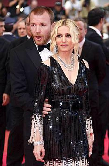 Guy Richie ja Madonna todistavat maailmalle rakkautensa voivan hyvin