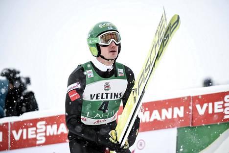 Lahden maailmancupin paluukisassaan Manninen oli mäkiosuudella 37:s. Neljänneksi nopein hiihtovauhti nosti hänet lopputuloksissa 18:nneksi.