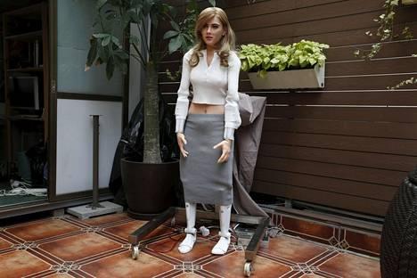 Hongkongilainen Ricky Ma, 42, rakensi itselleen unelmiensa robotin, joka muistuttaa Scarlett Johanssonia.
