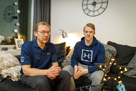 Isä ja poika muuttivat kahdestaan Kokkolasta Tampereelle Toni Utusen kiekkouran takia.