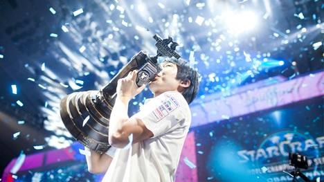 """""""sOs"""" voitti StarCraft II:n maailmanmestaruuden vuosina 2013 ja 2015. Kuva vuodelta 2015."""