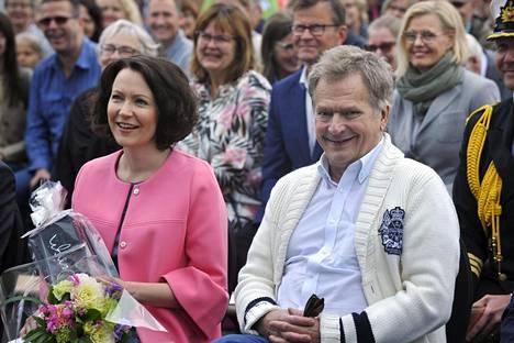 Jenni Haukio ja Sauli Niinistö Porin asuntomessujen avajaisissa heinäkuussa.