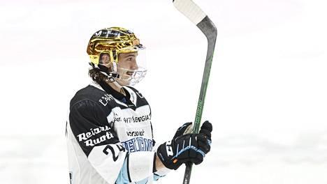 Hannes Björninen pääsee näyttämään kyntensä KHL:ssä.