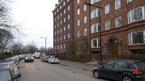 Asunto sijaitsee Ullanlinnassa, Helsingin arvoalueella.