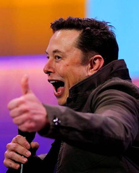 Elon Musk ylisti uutuuttaan Fremontissa. Arkistokuva.