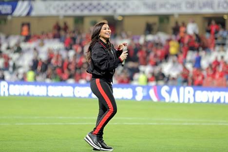 Sherine Abdel Wahab esiintyi vielä tammikuussa Hazza bin Zayedin stadionilla ennen Egyptin jalkapalloliigan Super Cupin ottelua.