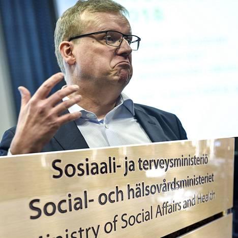 THL:n pääjohtajan Markku Tervahaudan mukaan THL halusi keväällä tiedottaa maskien käytöstä, mutta sosiaali- ja terveysministeriö torppasi aikeet.
