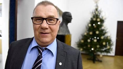 –Syövät omaa leipäänsä, perussuomalaisten kansanedustaja Pentti Oinonen kommentoi kulttuuriministerin ympärillä käytyä keskustelua.