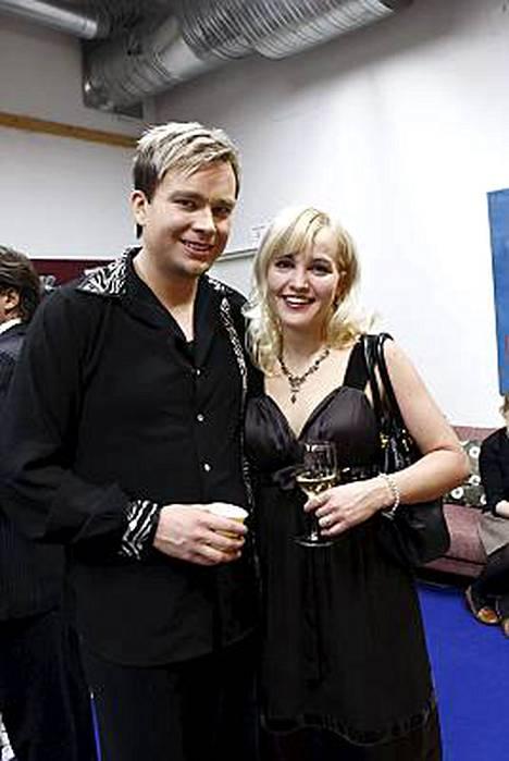Antti Kaikkonen ja Satu Taiveaho Tanssii tähtien kanssa -ohjelman alussa sunnuntaina.