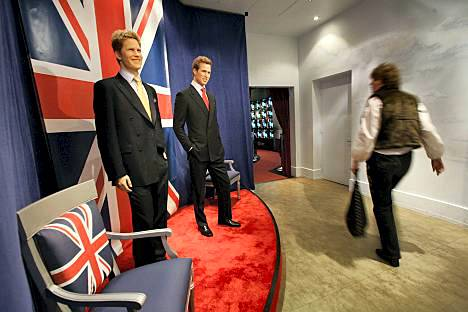 Britit ovat kauhistuneet kruunupäitä esittävien vahanukkien rumuudesta.