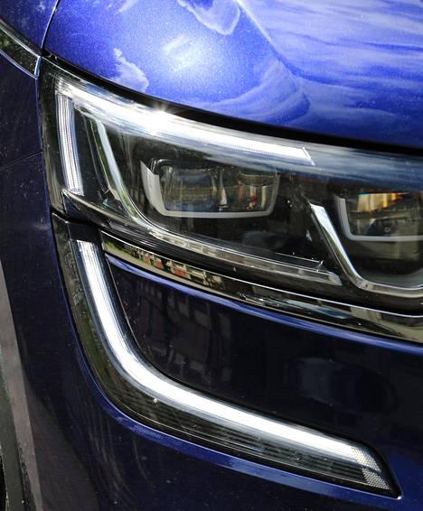 Keskihintaiseksi autoksi Koleos tarjoaa hienoja muotoja ja kohtuullisen hyviä materiaalivalintoja.