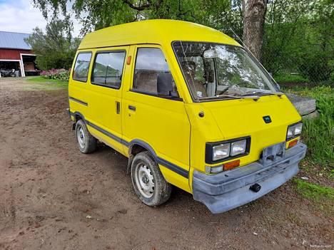 Subaru Elcat.
