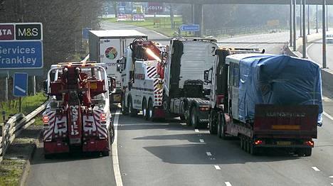 Yksi kuoli ja 39 loukkaantui kolarissa Birminghamissa, Britanniassa.