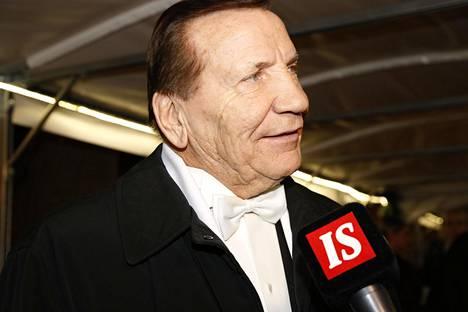 Eino Grön saapui Linnan juhliin ilman Marjatta vaimoaan.