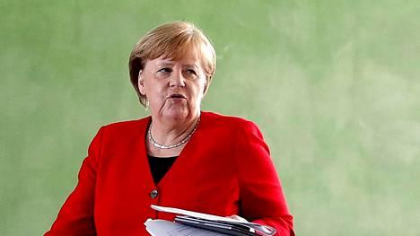 Saksan liittokansleri Angela Merkel kertoi rajoitusten osoittaisesta purkamisesta.