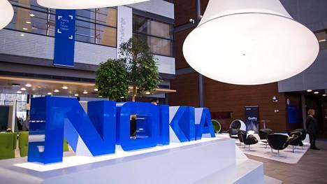 Nokian kurssi oli aamulla laskenut 2,1 prosenttia 2,82 euroon.