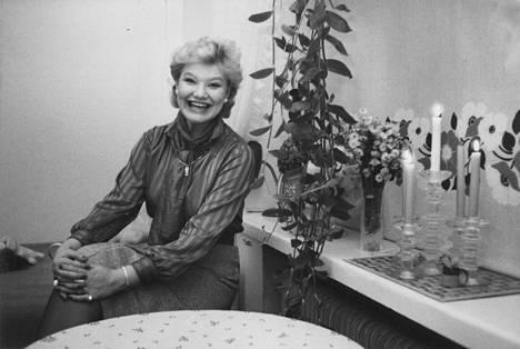 Nauravainen Karita Mattila kuvattuna vuonna 1984.