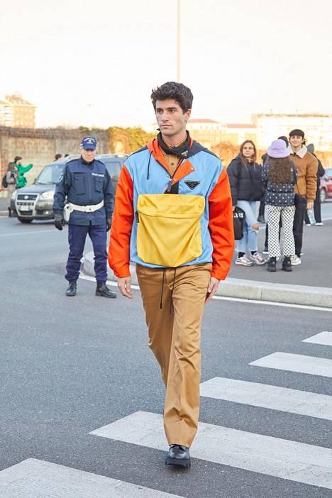 Trendivärit yhdessä! Vaaleansininen, keltainen ja oranssi toimivat myös samassa vaatteessa.
