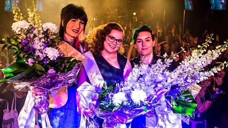 Jessica Love (vas.), Noora Kalpio (keskellä) ja Adéle Venäläinen (oik.).