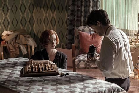 Sarjaa on kiitelty siitä, miten se kuvaa naisten asemaa miesvaltaisessa shakkimaailmassa.