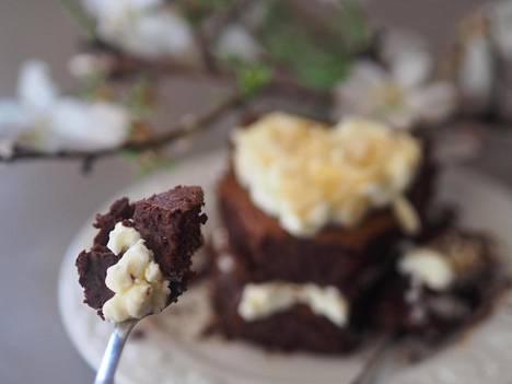 Mantelista suklaakakkua ei voi vastustaa.