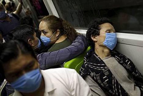 Meksikon presidentti on kehottanut ihmisiä jäämään kotona sikainfluenssan vuoksi. Sveitsissä puolestaan varmistettiin uusi tautitapaus torstaina.