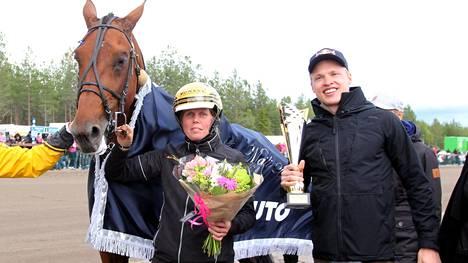 Iivo Niskanen Victory Bonsai -hevosensa kanssa kuvattuna kesäkuussa.