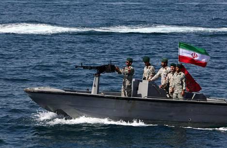 Iranilaissotilaita Persianlahdella huhtikuun lopulla.