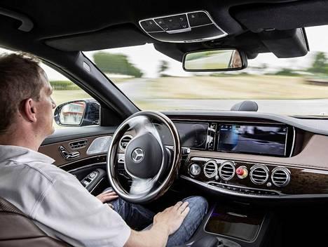 Mercedes-Benz aikoo tuoda robottiauton myyntiin vuoteen 2020 mennessä.