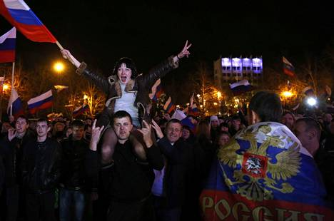 Venäjä järjesti Krimillä kansanäänestyksen Ukrainasta eroamisesta ja Venäjään liittymisestä. YK:n yleiskokouksen mukaan Venäjään liittymisen sinetöinyt äänestys ei ole sitova.
