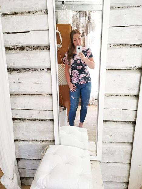 Marika kuvaa mielellään kotiaan Instagram-tililleen @kolmannenpolvenhellin. Kuulumisia tulee vaihdettua säännöllisesti myös muiden sisustajien kanssa, joihin somessa on tutustunut.