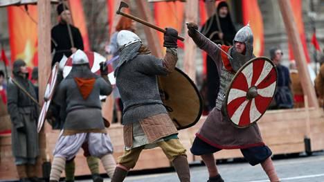 Saksalaistutkijan mukaan päkiäaskellus kuului keskiaikana moitteettoman kristityn elekieleen. Suomalainen tohtorikoulutettava on skeptinen asian suhteen.