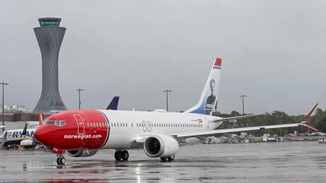 Norwegianin Boeing 737 Max 8 -kone Edinburghin lentokentällä.