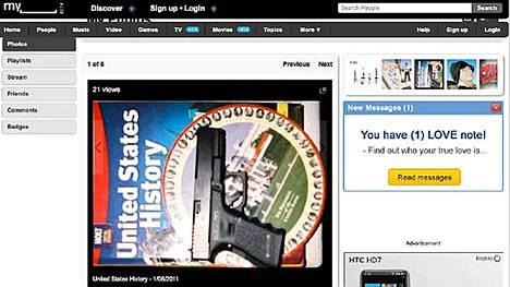 Loughner oli laittanut aseestaan kuvan MySpace-sivulleen.
