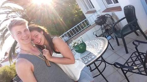 Santeri, 20, ja Sofia, 19, aikovat reissata niin kauan kuin rahat riittävät.