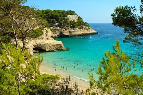 Cala Mitjanan ranta Menorcalla.