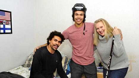 Joonas Oden on jo tehnyt liigadebyyttinsä, ja Markus Oden pelaa A-nuorten SM-liigaa. Heidän äitinsä Minna Hakala-Oden on tehnyt lujasti töitä rahoittaakseen poikiensa jääkiekkouran.