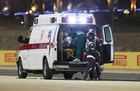 Romain Grosjean kuljetettiin ambulanssilla jatkohoitoon.