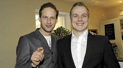Mitä tuli tehtyä -ohjelman hypnotisti Sami Minkkinen auttoi juontaja Lorenz Backmania hypnoosilla.