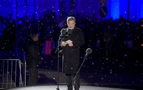 Presidentti Sauli Niinistö puhui Suomen itsenäisyyden satavuotisjuhlan avajaisissa Helsingin Kauppatorilla.