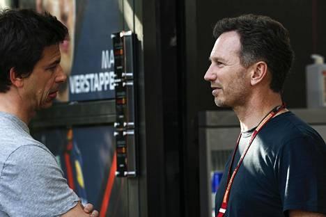 Mercedes-Benzin F1-tallin pomo Toto Wolff ja Christian Horner ovat eri mieltä sprinttikisasta.