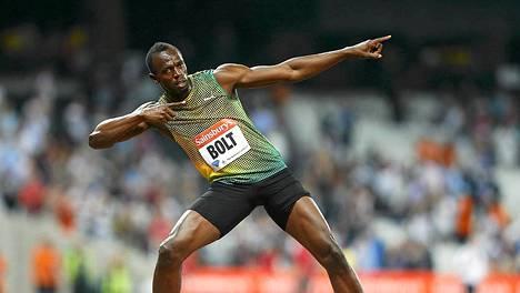 Usain Bolt väläytti tutut tuuletukset Lontoossa.