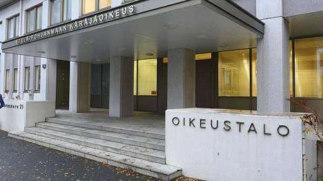 Etelä-Pohjanmaan käräjäoikeus on vanginnut kolme ihmistä epäiltynä nuoren naisen raiskaukseen.